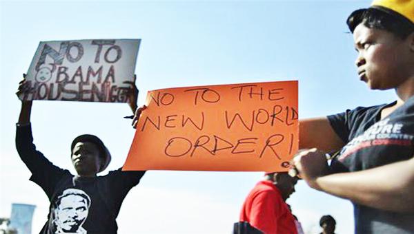 obamasaprotestors06